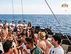 Tocht Vrijgezellen boot feest vrouwen en mannen